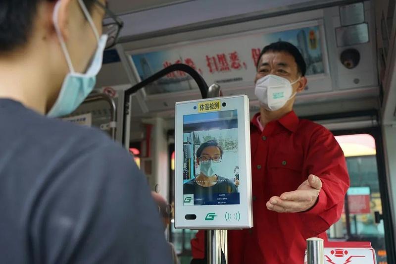 公交车辆乘客测温预警解决方案